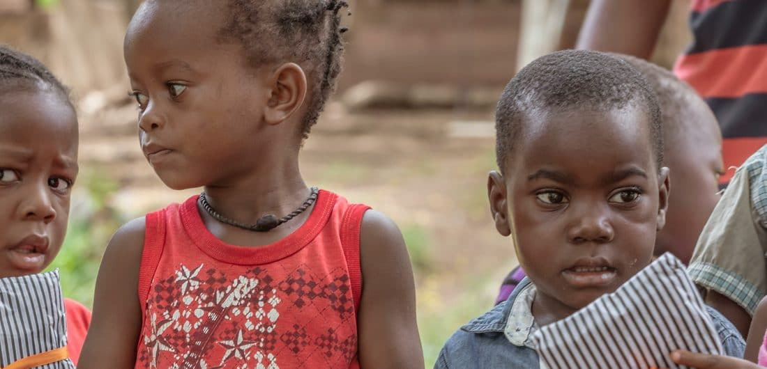 Koffers vol shirts wachten al 365 dagen op een reis naar Malawi